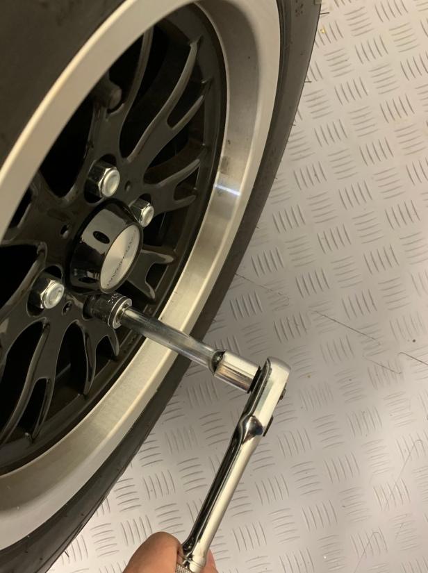 Loosen the wheel nuts